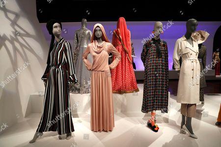 Contemporary Muslim Fashions exhibition, San Francisco