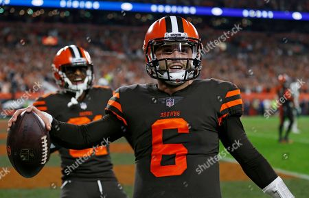 Cleveland Browns quarterback Baker Mayfield celebrates after scoring a two-point conversion during the second half of an NFL football game against the New York Jets, in Cleveland