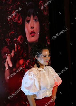 "Mexican actress Damayanti Quintanar of ""El Secreto de Selena"" poses during the red carpet of the series, in Mexico City. The thriller about the mysteries surrounding Selena Quintanilla's death will premiere on September 23 on TNT in Mexico"