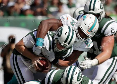 """Robert Quinn, Sam Darnold. Miami Dolphins' Robert Quinn (94) sacks New York Jets' Sam Darnold (14) during the first half of an NFL football game in East Rutherford, N.J. The Oakland Raiders play the Dolphins this week. """"The addition of Quinn is huge,"""" says Raiders coach Jon Gruden. """"He has given them supreme effort opposite Cameron Wake. And they have a very good unit inside that can generate pressure as well. It's a combination of new players, new energy and the scheme. It's fun to watch them"""