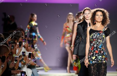 Former model Shalom Harlow, right, wears a creation as part of Versace's women's 2019 Spring-Summer collection, unveiled during the Fashion Week in Milan, Italy