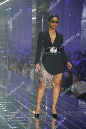 Hennessy Carolina on the catwalk