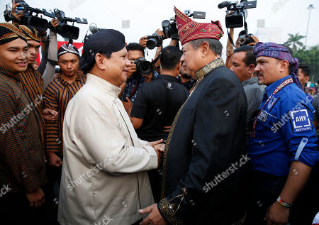 Indonesian presidential candidate Prabowo Subianto (C-L) greets former president Susilo Bambang Yudhoyono (C-R) during a rally for a peaceful election campaign conducted by the General Election Commission at National Monument Park in Jakarta, Indonesia, 23 September 2018. Indonesia is expected to hold presidential elections in April 2019.