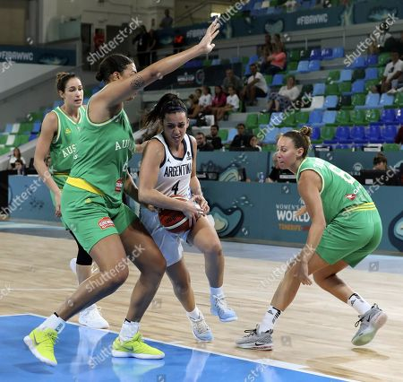 Australia's Liz Cambage (L) and Steph Talbot (R) in action against Macarena Rosset (C) of Argentina during the match between Argentina and Australia at the 2018 FIBA Women's Basketball World Cup in Santa Cruz de Tenerife, Canary Islands, Spain, 23 September 2018.