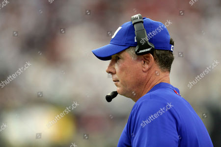New York Giants coach Pat Shurmur on the sidelines during the second half of an NFL football game against the Houston Texans, in Houston