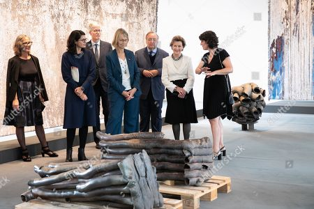 Kari Dyrdal Artist, Romane Sarfati General Director of National Museum of Ceramics, Francoise Nyssen French Minister of Culture and Queen Sonja of Norway