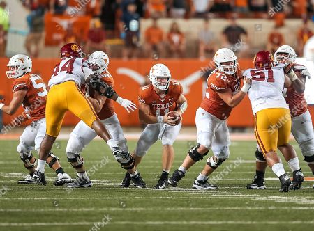 September15, Austin. TX..Texas Longhorns offensive lineman (68) Derek Kerstette and Elijah Rodriguez pass protects during a game between the USC Trojans vs Texas Longhorns. Texas defeated USC 49-21 on at the Darrell K Royal - Texas Memorial Stadium, in Austin, Tx. (Mandatory Credit: Juan Lainez / MarinMedia.org / Cal Sport Media) (Complete photographer, and credit required)
