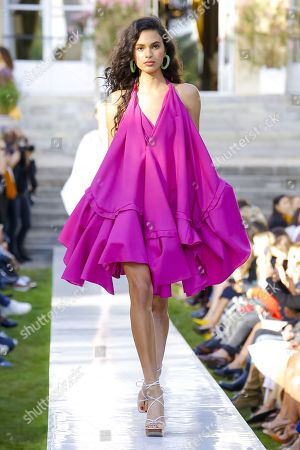 Aira Ferreira on the catwalk
