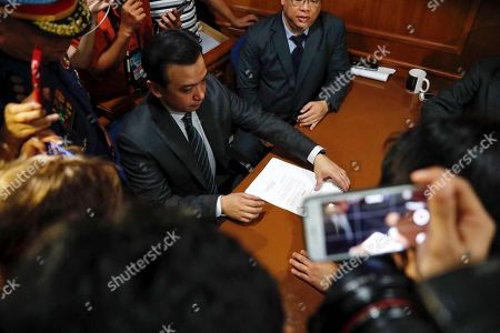 Philippine Senator Antonio Trillanes IV (C), a former military mutiny leader, prepares to sign documents as he posts bail for an arrest warrant at a trial court in Makati City, south of Manila, Philippines, 25 September 2018. A Makati City regional trial court issued an arrest warrant for Trillanes on 25 September, in relation to rebellion charges against him during the term of former President Gloria Macapagal-Arroyo. Philippine President Rodrigo Duterte, through a proclamation signed on 31 August, revoked the amnesty granted to Trillanes in relation to his involvement in military uprisings against former President Macapagal-Arroyo.