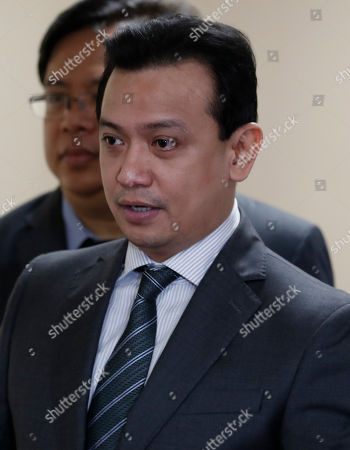 Philippine Senator Antonio Trillanes IV returns to the Senate building to hold a press conference after posting bail for an arrest warrant, in Pasay City, south of Manila, Philippines, 25 September 2018. A Makati City regional trial court issued an arrest warrant for Trillanes on 25 September, in relation to rebellion charges against him during the term of former President Gloria Macapagal-Arroyo. Philippine President Rodrigo Duterte, through a proclamation signed on 31 August, revoked the amnesty granted to Trillanes in relation to his involvement in military uprisings against former President Macapagal-Arroyo.