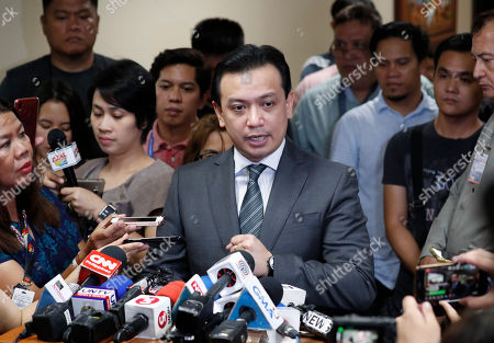 Philippine Senator Antonio Trillanes IV (C), returns to the Senate building to hold a press conference after posting bail for an arrest warrant, in Pasay City, south of Manila, Philippines, 25 September 2018. A Makati City regional trial court issued an arrest warrant for Trillanes on 25 September, in relation to rebellion charges against him during the term of former President Gloria Macapagal-Arroyo. Philippine President Rodrigo Duterte, through a proclamation signed on 31 August, revoked the amnesty granted to Trillanes in relation to his involvement in military uprisings against former President Macapagal-Arroyo.