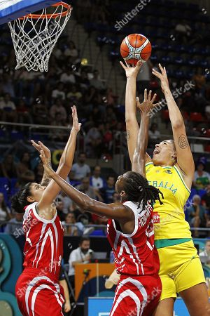Australia's Liz Cambage (R) in action during the group B match between Australia and Turkey at the 2018 FIBA Women's Basketball World Cup in Santa Cruz de Tenerife, Canary Islands, Spain, 25 September 2018.