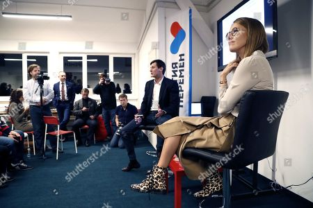 Former Russian State Duma deputy and opposition leader Dmitry Gudkov (C) and Russian celebrity TV host, journalist and former presidential candidate Ksenia Sobchak (R) attend the opening of headquarters of new opposition party 'Party of Changes' in Moscow, Russia, 25 September 2018.