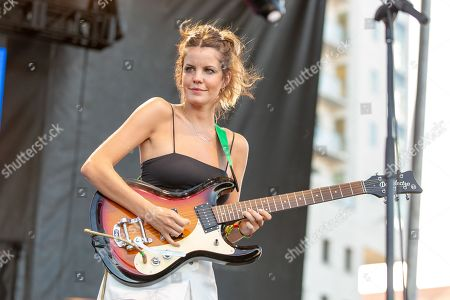Stock Image of Hinds - Carlotta Cosials