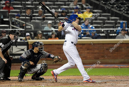 Stock Image of New York Mets' Jay Bruce watches his RBI-single during the third inning of a baseball game, in front of Atlanta Braves catcher Kurt Suzuki and umpire Chris Conroy (98), in New York