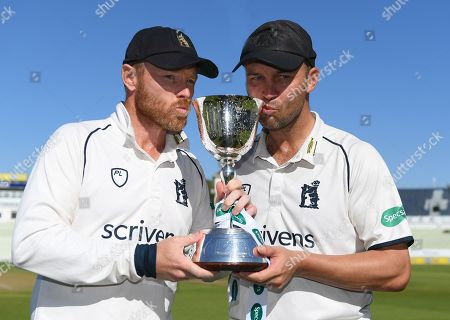 Ian Bell and Jonathan Trott with the Specsavers County Championship Division 2 trophy