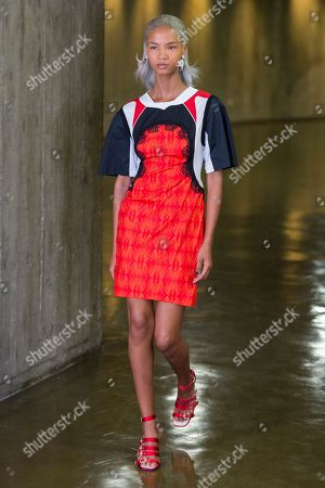 Stock Photo of Ariela Soares on the catwalk