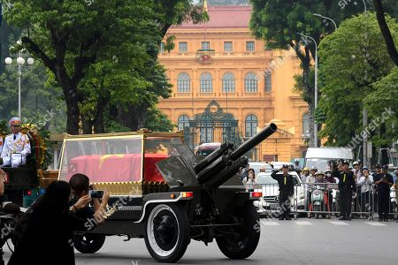 The vehicle pulling the coffin of the Vietnam's late President Tran Dai Quang passes the Presidential Palace in Hanoi, Vietnam, 27 September 2018. President Tran Dai Quang died on 21 September 2018 at the age of 61.
