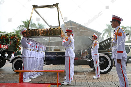 Soldiers lift the glass cover up in preparation to put on the coffin of Vietnam's late President Tran Dai Quang on to an artillery cart at the National Funeral House in Hanoi, Vietnam, 27 September 2018. President Tran Dai Quang died on 21 September 2018 at the age of 61.
