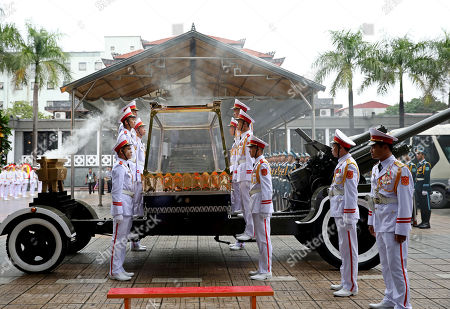 Soldiers prepare to lift the glass cover up to put on the coffin of Vietnam's late President Tran Dai Quang, which wiil be transported on an artillery cart, at the National Funeral House in Hanoi, Vietnam, 27 September 2018. President Tran Dai Quang died on 21 September 2018 at the age of 61.