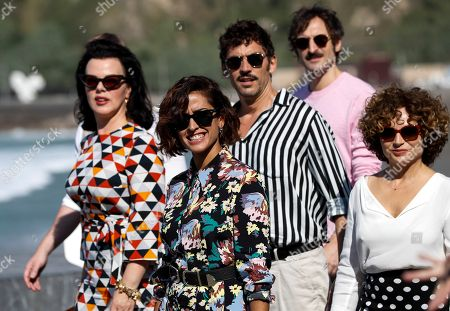 Film director Paco Leon (C), film director and screenwriter Ana Costa (R), actresses Inma Cuesta (2-L), Debi Mazar (L) and actor Julian Villagran (2-R) pose during a photocall for 'Arde Madrid' at the San Sebastian International Film Festival, in San Sebastian, Basque Country, Spain, 27 September 2018. The 66th edition of the SSIFF runs from 21 to 29 September.