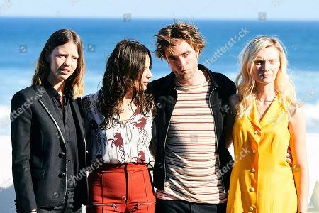 Robert Pattinson, Juliette Binoche, Mia Goth, Agata Buzek, Scarlett Lindsey, Claire Denis
