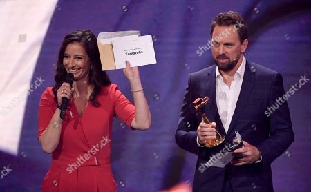 German journalist Pinar Atalay and host Steven Gaetjen present 'Tomatolix' as the winner in the category 'Best of Review and Information' during the 'YouTube Goldene Kamera Digital Award 2018' ceremony in Berlin, Germany, 27 September 2018. The best German web video producers in eight categories will be awarded at the event.