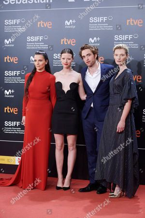 Stock Picture of Robert Pattinson, Juliette Binoche, Mia Goth, Agata Buzek, Scarlett Lindsey, Claire Denis