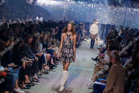 US model Lexi Boling presents a creation from the Spring/Summer 2019 Women's collection by French designer Isabel Marant during the Paris Fashion Week, in Paris, France, 27 September 2018. The presentation of the Women's collections runs from 24 September to 02 October.