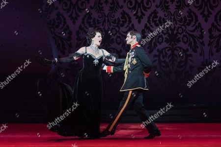 Stock Photo of Maire Flavin (Hanna Glawari) and Quirijn de Lang (Danilo)
