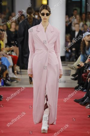「Y Project show, Runway, Spring Summer 2019, Paris Fashion Week, France - 27 Sep 2018」のエディトリアルフォト