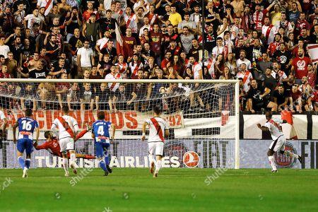 Rayo Vallecano's winger Gael Kakuta (R) scores the 2-2 during the Spanish LaLiga soccer match between Rayo Vallecano and Espanyol at Vallecas stadium in Madrid, Spain, 28 September 2018.