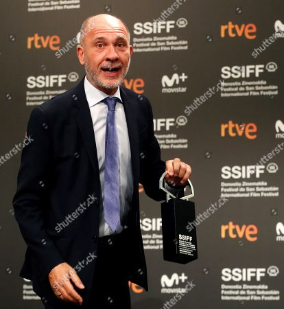 Argentine Actor Dario Grandinetti poses after receiving the Silver Shell to Best Actor during the 66 San Sebastian International Film Festival closing gala, in San Sebastian, Spain, 29 September 2018.
