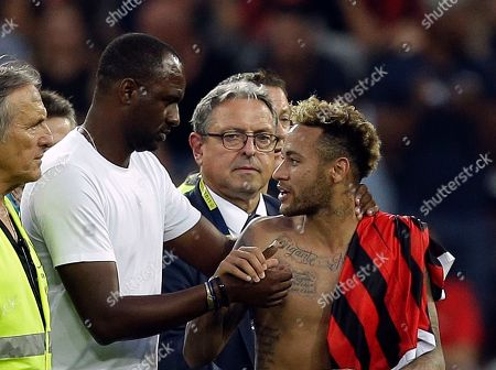 Paris Saint Germain's Neymar, right, shakes hands with Nice's coach Patrick Vieira, during the League One soccer match between Nice and Paris Saint-Germain at the Allianz Riviera stadium in Nice, southern France