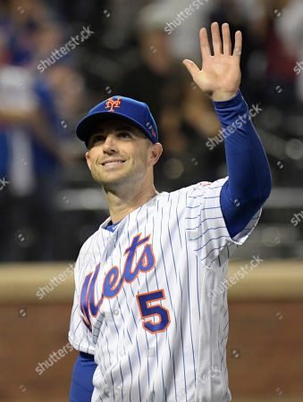 New York Mets third baseman David Wright thanks the fans after the Mets' baseball game against the Miami Marlins, in New York