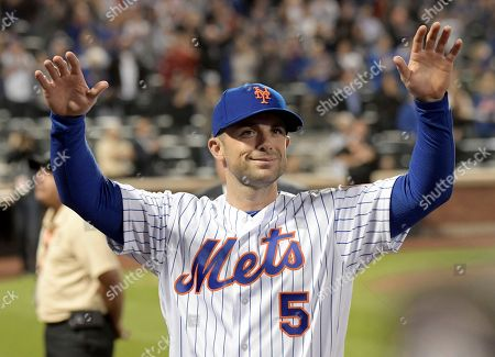New York Mets third baseman David Wright thanks the fans after the team's baseball game against the Miami Marlins, in New York