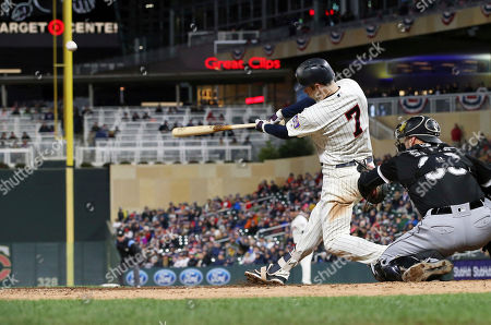 Minnesota Twins' Joe Mauer bats against the Chicago White Sox in a baseball game, in Minneapolis