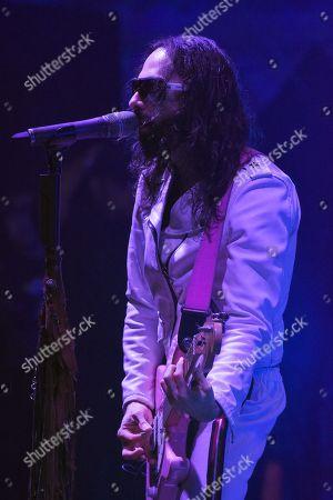 Singer Jay de la Cueva of Moderatto