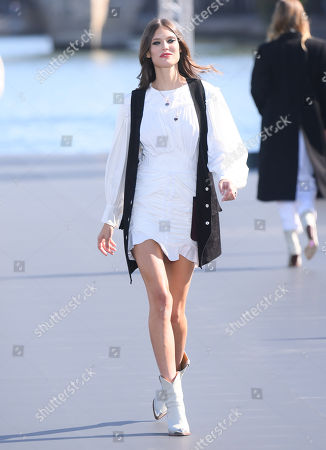 Bianca Balti on catwalk