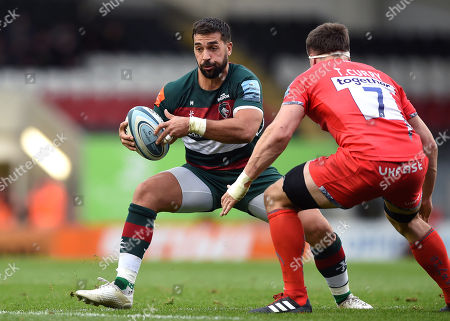 Gareth Owen of Leicester Tigers in possession