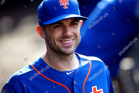 New York Mets' David Wright returns to the dugout after an on-field ceremony during a baseball game against the Miami Marlins, in New York