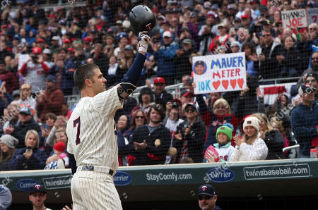 Minnesota Twins' Joe Mauer, the subject of retirement talk, acknowledges a standing ovation before batting against the Chicago White Sox in the first inning of a baseball game, in Minneapolis