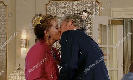 Ep 9582 Monday 8th October 2018 - 1st Ep Liz McDonald, as played by Beverley Callard, tells Jim McDonald, as played by CHARLES LAWSON, she'd like to give their relationship another go. But as Hannah watches on will she realise his feelings for his ex are genuine and not part of their deception as he claims?