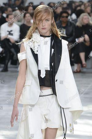 Rianne Van Rompaey on the catwalk