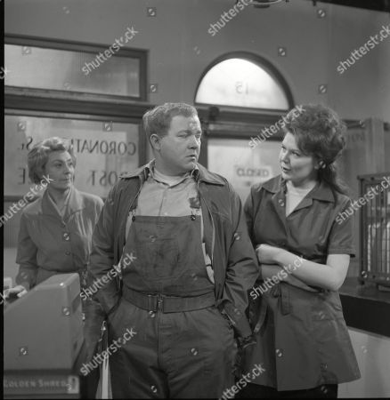 Betty Alberge (as Florrie Lindley), Graham Haberfield (as Jerry Booth) and Sandra Gough (as Irma Ogden)