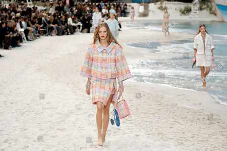 US model Lexi Boling (front) presents a creation from the Spring/Summer 2019 Women's collection by German designer Karl Lagerfeld for Chanel at the Grand Palais during the Paris Fashion Week, in Paris, France, 02 October 2018. The presentation of the Women's collections runs from 24 September to 02 October.