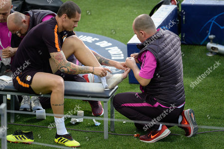Galatasaray's Maicon (L) attends a training session at Dragao stadium in Porto, Portugal, 02 October 2018. Galatasaray will face FC Porto in their UEFA Champions League Group D soccer match on 03 October 2018.