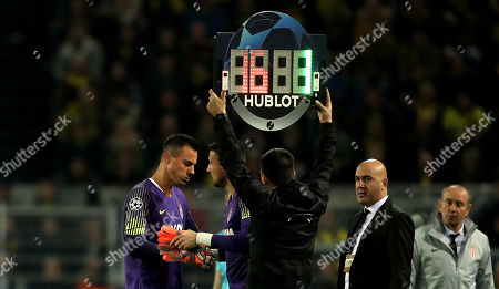 Monaco's goalkeeper Diego Benaglio (L) is replaced by Danijel Subasic after picking up an injury during the UEFA Champions League Group A soccer match between Borussia Dortmund and AS Monaco in Dortmund, Germany, 03 October 2018.
