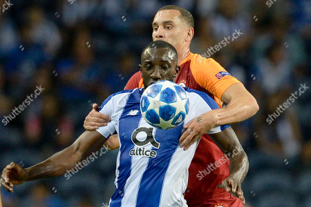 FC Porto's Moussa Marega (front) fights for the ball with Galatasaray's Maicon during the UEFA Champions League group D soccer match between Porto and Galatasaray at the Dragao stadium, Porto, Portugal, 03 October 2018.