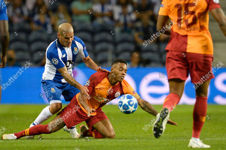 FC Porto's Maxi Pereira (L) fights for the ball with Galatasaray's Ryan Donk during the UEFA Champions League group D soccer match between Porto and Galatasaray at the Dragao stadium, Porto, Portugal, 03 October 2018.